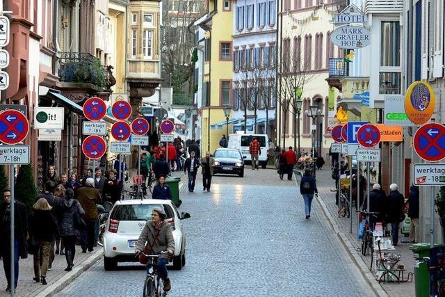 Gerberau – eine Freiburger Straße versinkt im Schilderwald