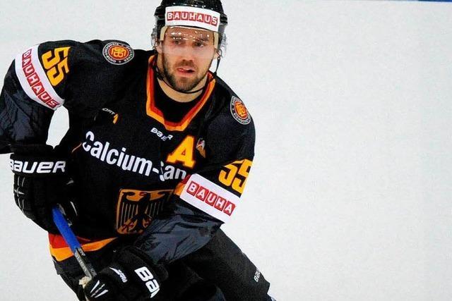 Der Eishockeynationalspieler Felix Schütz spielt tief im Osten