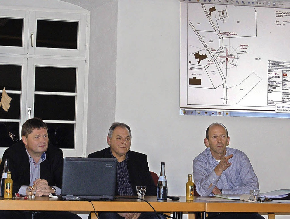 Holger Völkner und Gerd Rechnitzer von...r (von links) stellen das Projekt vor.  | Foto: Claudia Renk