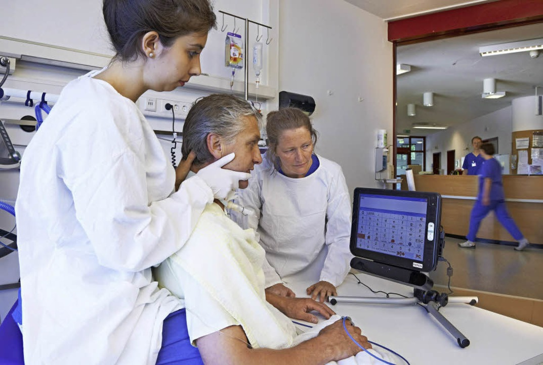 Verständigungstraining in der Frührehabilitation in der BDH-Klinik Elzach.  | Foto: Fotos: ZVG