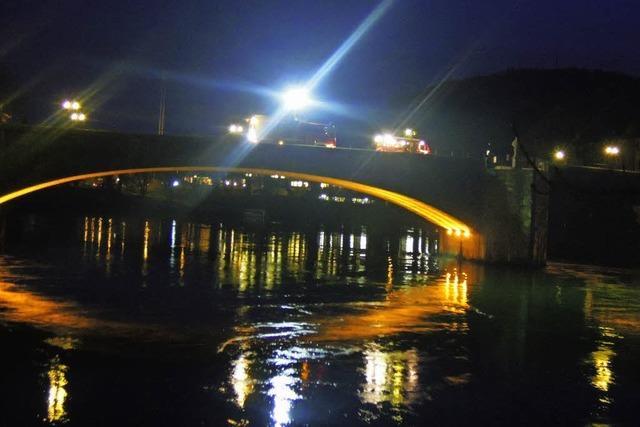 Harmloses Schillern auf dem Rhein