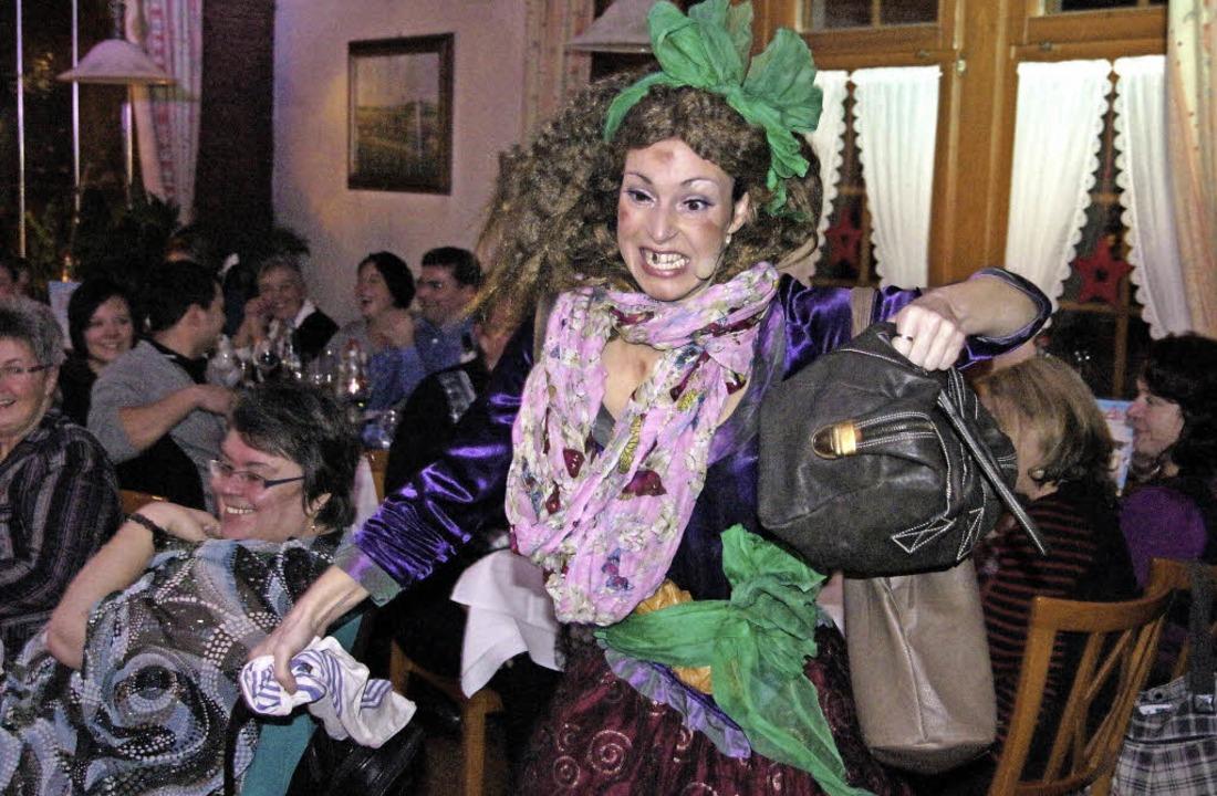 Hier klaut die Chefin selbst: Dass sie... nebenbei die Handtaschen entwendete.   | Foto: Roland gutjahr