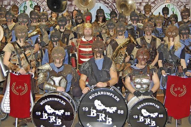 Jeder Guggenmusiker gestaltet Kostüm selbst