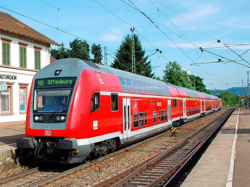 Machen sich im kommenden Jahr für fünf... Nahverkehrszüge am Haltinger Bahnhof     Foto: Lauber