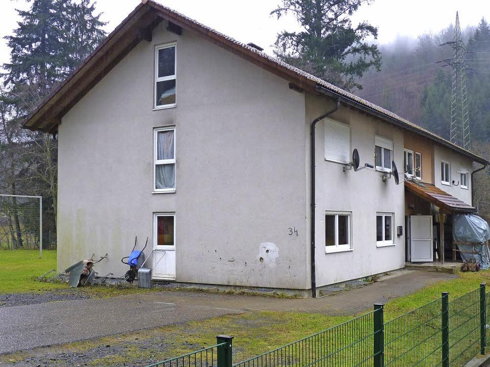 Das Gebäude diente bereits in den 90er Jahren als Unterkunft für Asylbewerber.  | Foto: Dirk Sattelberger
