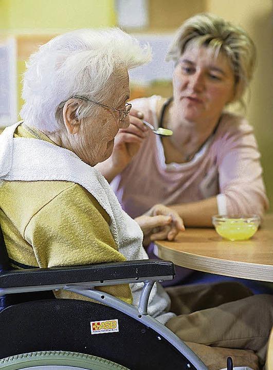 417 Altenpfleger *    Foto: dpa