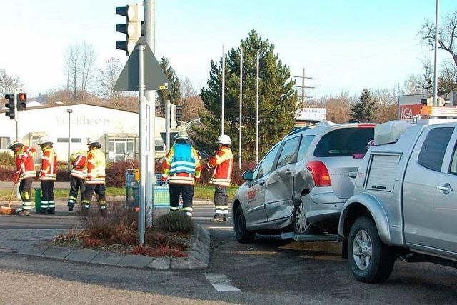 Drei Verletzte und 10 000 Euro Schaden bei Verkehrsunfall