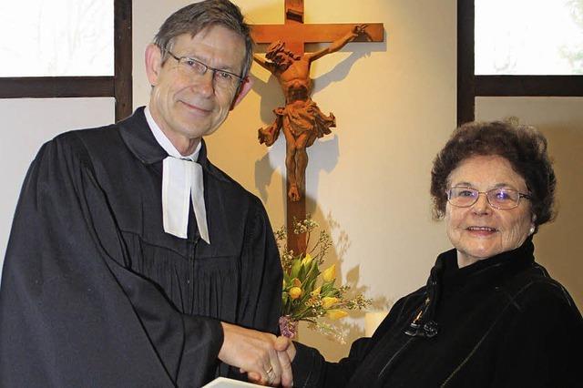 Dekan Zobel ehrt Ulla Bähr