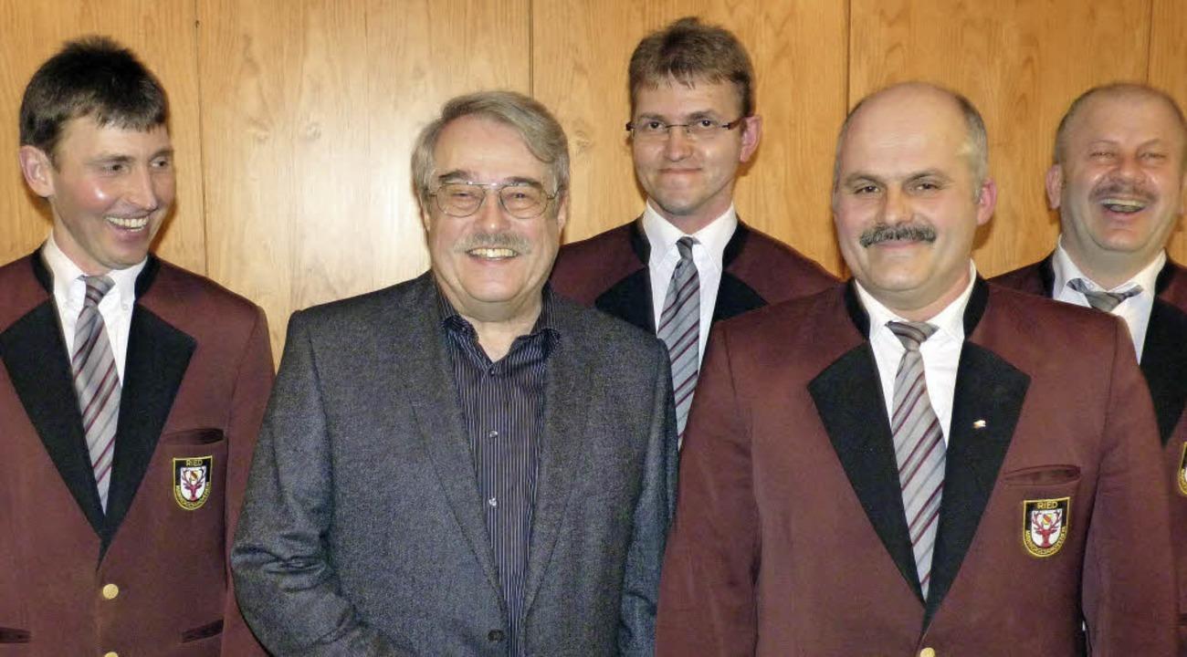 Der  Vorstand des Männergesangvereins ...g, Benedikt Schmidt und Jürgen Lacher.  | Foto: Sonja Eiche