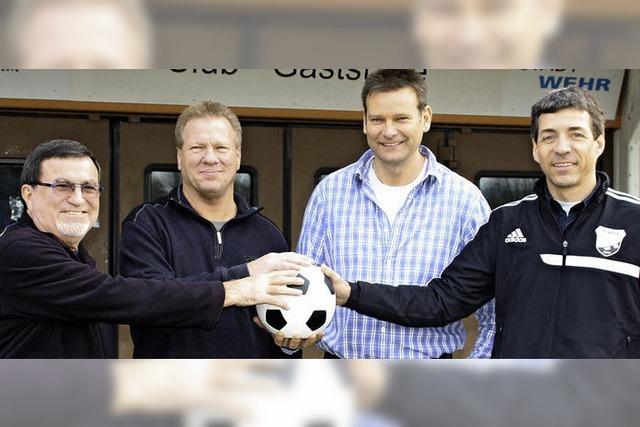 Für das Hallenfußballturnier packen beim FC Wehr alle mit an