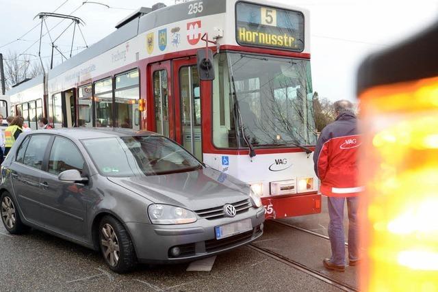 Straßenbahn blockierte Straße nach Unfall – zwei Leichtverletzte