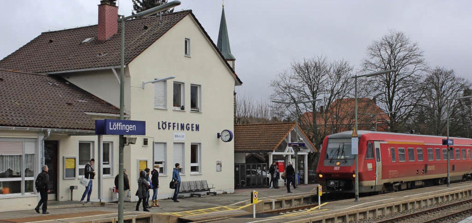 Bahnhof Löffingen: Der Zug aus Richtung Donaueschingen fährt ein.  | Foto: Christa Maier