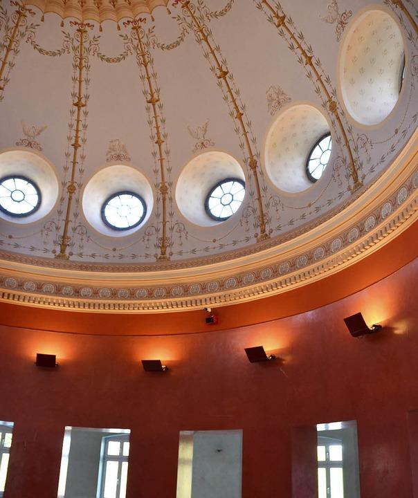 Die  1875 gebaute Marmorbadkuppel im Foyer der Therme Badenweiler  | Foto: sigrid umiger