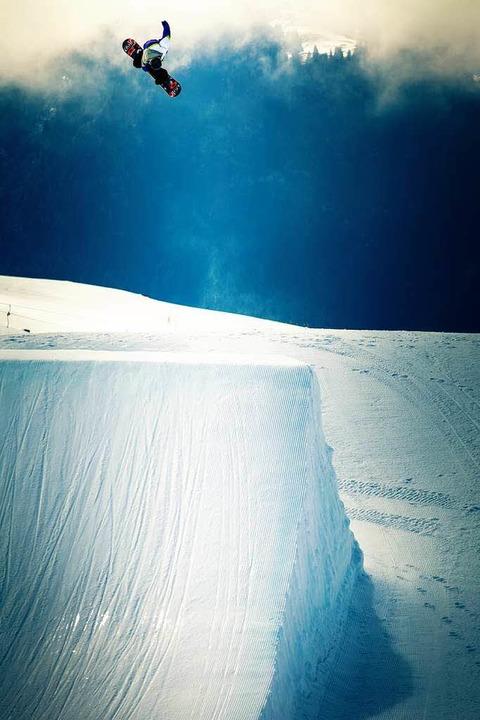 Kunstflieger: Snowboarder Luis Eckert (oben links)    Foto: jäger