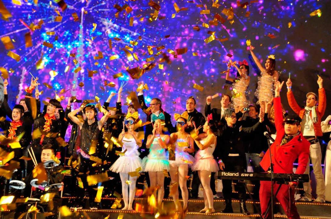 Beim Silvesterkonzert in Guangzhou war... (hintere Reihe) die Hauptattraktion.   | Foto: Privat