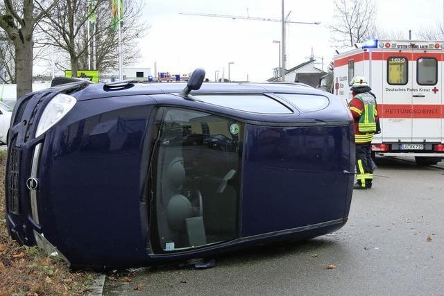Plötzlich lag der Wagen auf der Seite