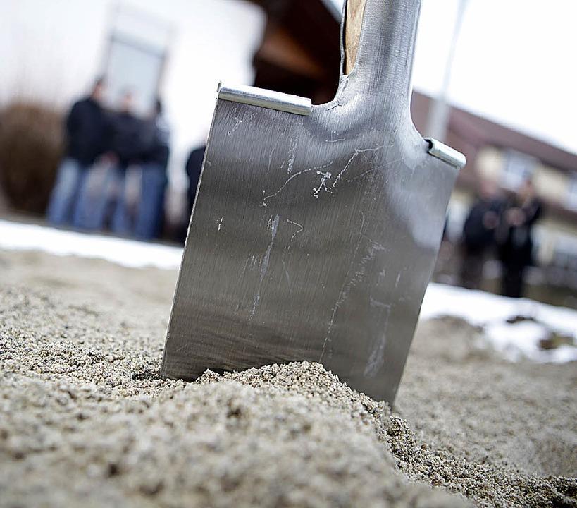 Bauen oder Flächen schonen: Spatenstic... Bund für Umwelt und Natur  kritisch.   | Foto: Fotos: Breithaupt/Gerigk/Krominus