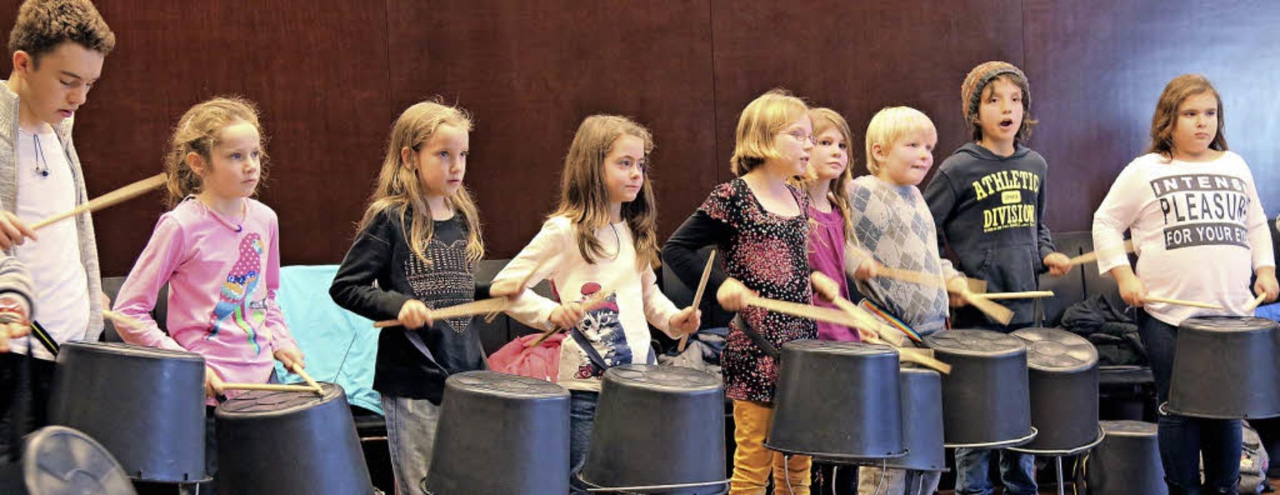 Beim Power Percussion Workshop durften...der so richtig auf die Trommeln hauen.  | Foto: Katharina Bartsch