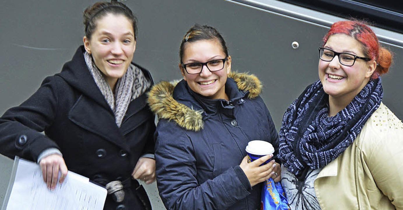 Lotsenlehrer sind an der Schillerschul... Vincenza (von links), Elisa und Lona.  | Foto: Peter Gerigk