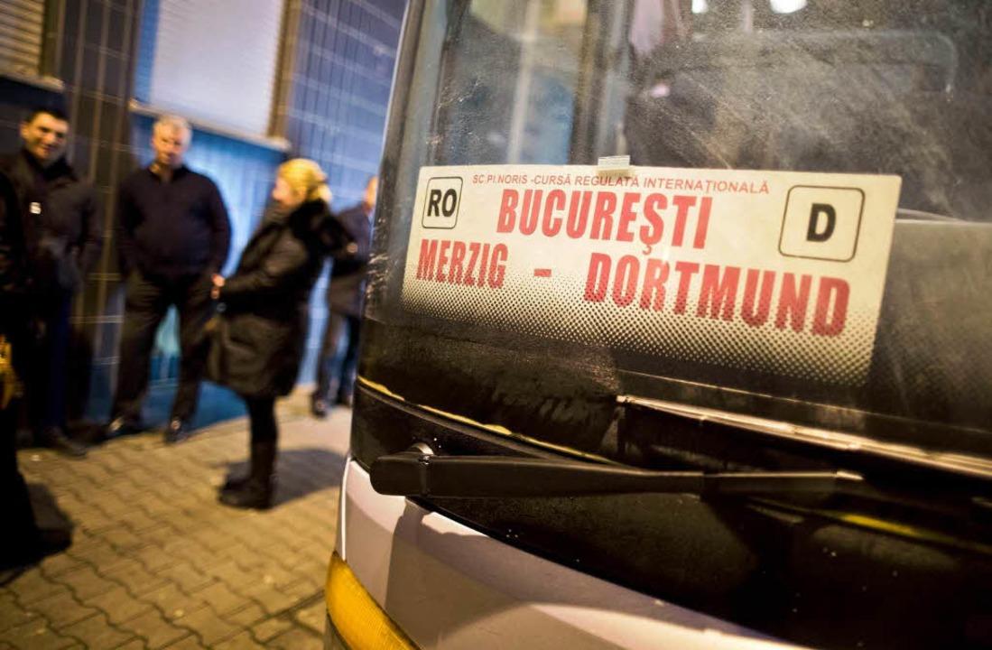 Reisebusse aus Bukarest fahren mehrmals die Woche Dortmund an.  | Foto: DPA Avis
