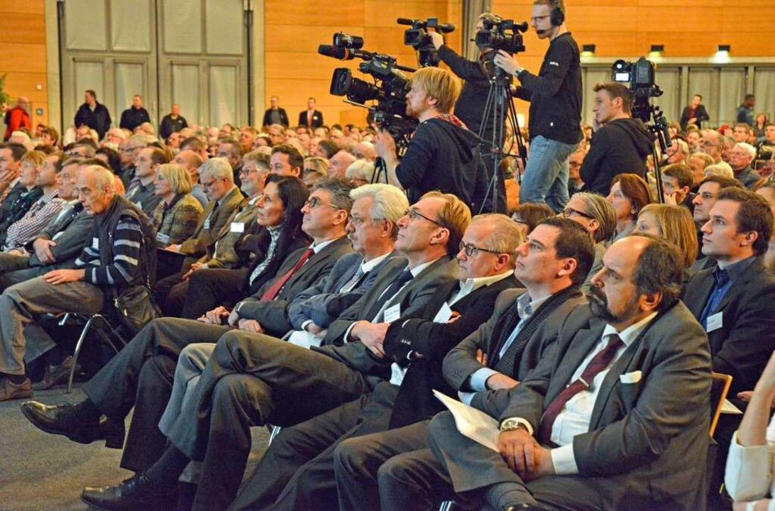 Bürgerversammlung in der Rothaus-Arena der Messe Freiburg.  | Foto: Michael Bamberger