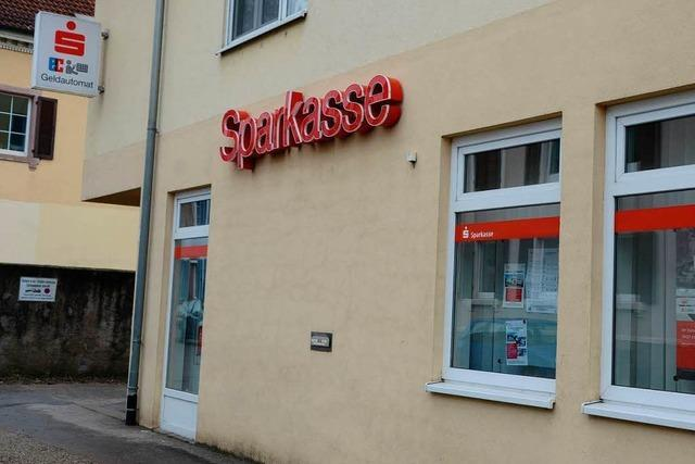 Bankraub in Sasbach: Polizei fahndet nach grünem Nissan Terrano