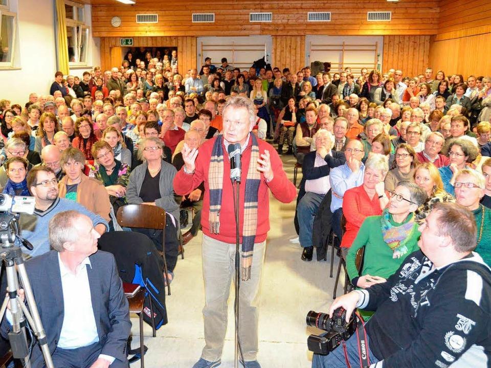 Volles Haus gab es in der Turnhalle be...ng zur Gottenheimer Bürgermeisterwahl.  | Foto: Manfred Frietsch