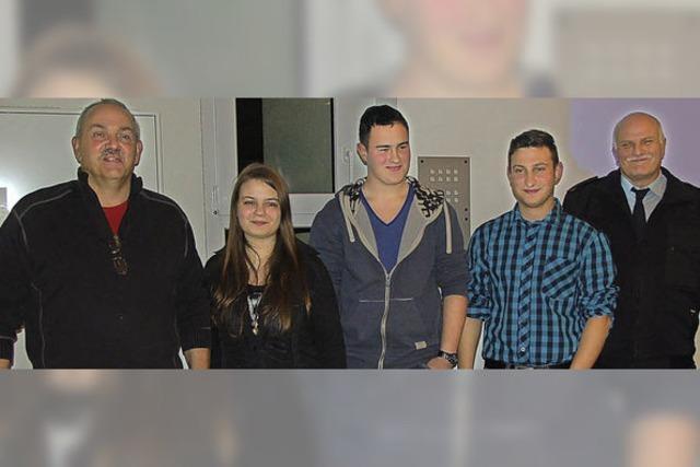 Drei neue Aktive kommen von der Jugendfeuerwehr