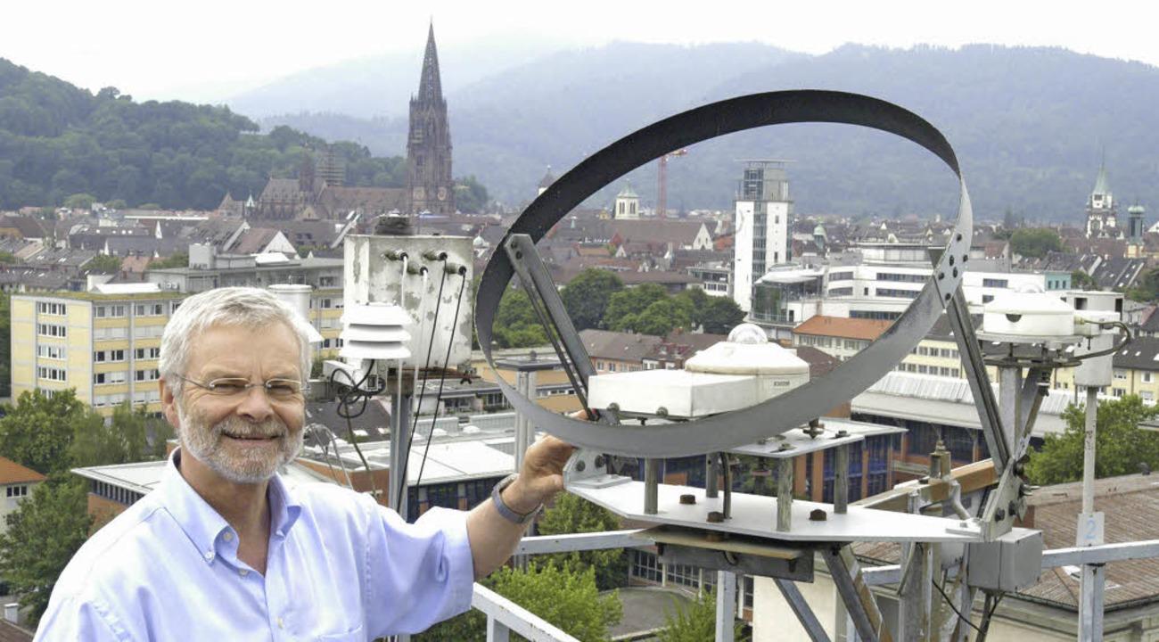 Gerd Jendritzky kritisiert die Klima-E...tand im Jahr 2003 auf der Wetterwarte.  | Foto: BZ-Archiv: M. Bamberger