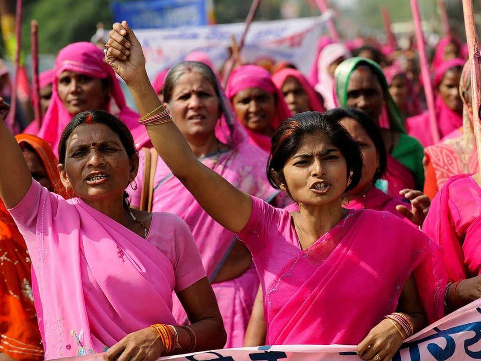 Sie trauen sich heraus: In Nordindien ...at Pal, die Gründerin der Gulabi Gang.  | Foto: (FREELENS Pool) Boethling