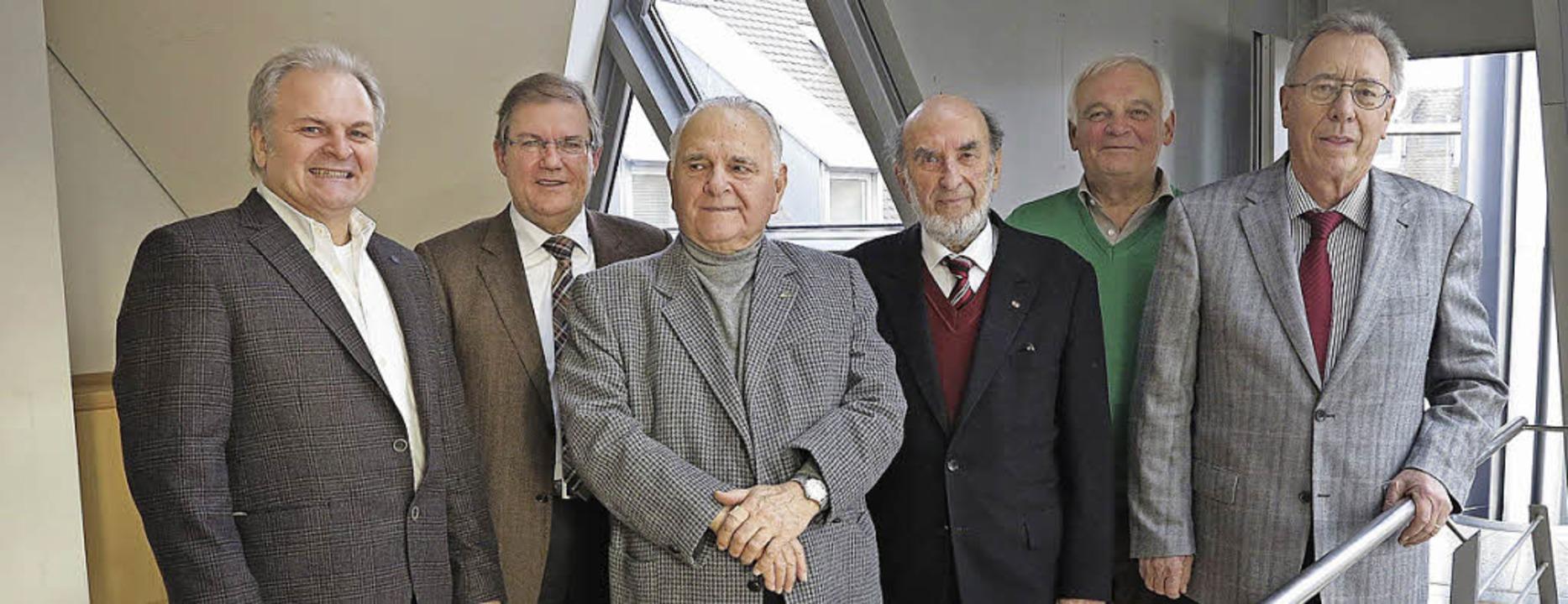 Der Archäologe Bertram Jenisch und Bür...tmut Scheidt und Friedrich Schöpflin.   | Foto: Philipp