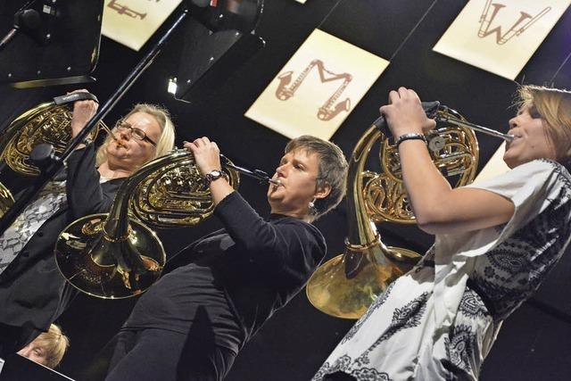 """Beim Jahreskonzert im Burghof spielt die Stadtmusik Lörrach """"Teamwork"""""""