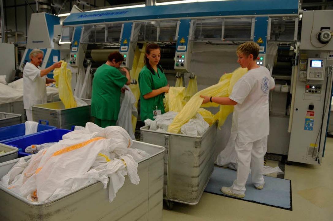 Weil die eigene Wäscherei ausgefallen ... Emmendinger Textilpfleger Wolfsperger  | Foto: Sylvia-Karina Jahn
