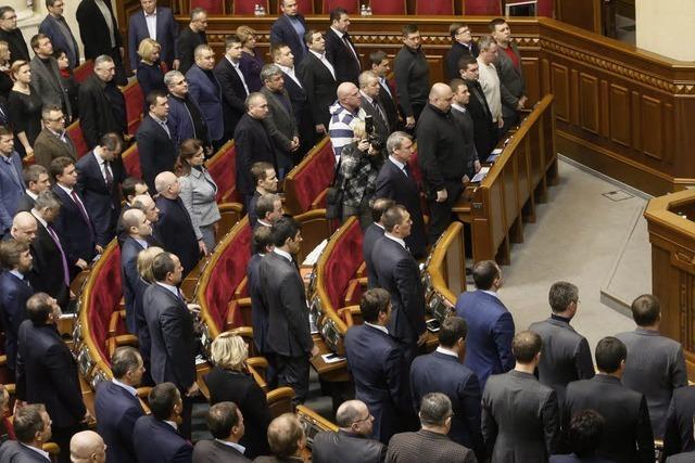 Parlament in Kiew nimmt Demonstrationsverbote zurück