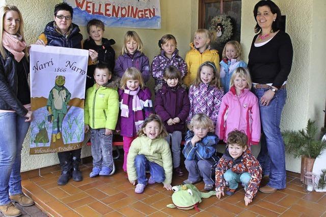 Neue Narrenfahne für den Kindergarten Wellendingen