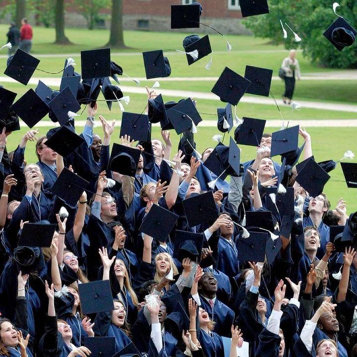 Studenten der International University Bremen bei der Graduiertenfeier  | Foto: ddp