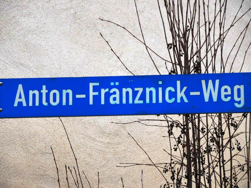 Das Schild weist auf den Anton-Fränznick-Weg hin  | Foto: Tanja Bury