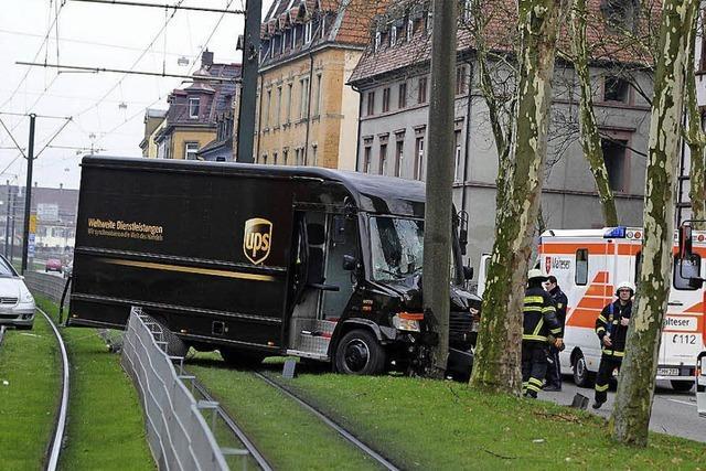 Schwerer Unfall löst Verkehrschaos aus
