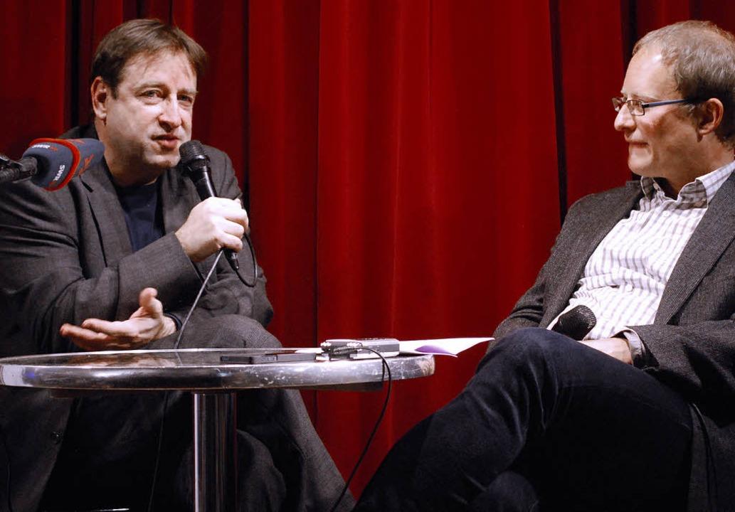 Georges Delnon (links) freut sich auf ...it Moderator Matthias Zeller erklärt.   | Foto: MINK