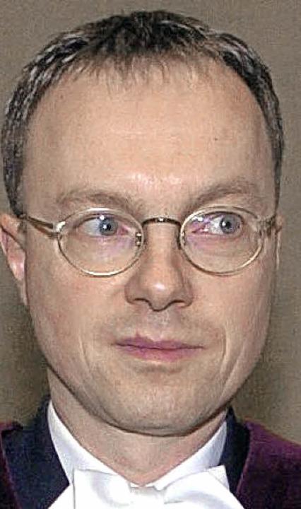 Christian Ritscher (M.) klagt derzeit ...tgart gegen Rebellenführer aus Ruanda.  | Foto: dpa Deutsche Presse-Agentur