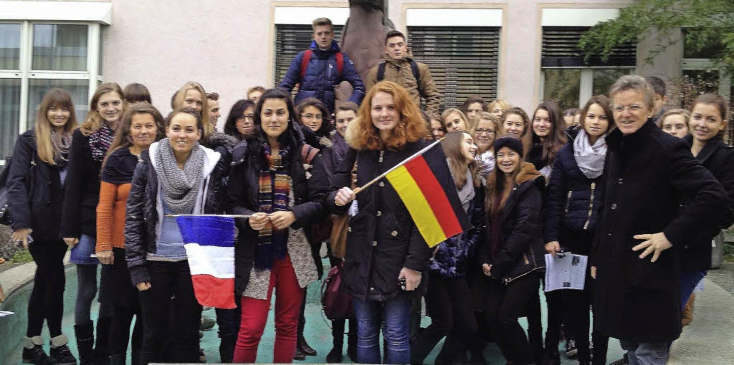 Schüler der  Gymnasien aus  Breisach u...rn auf der jeweils anderen Rheinseite.    Foto: celine Vivi