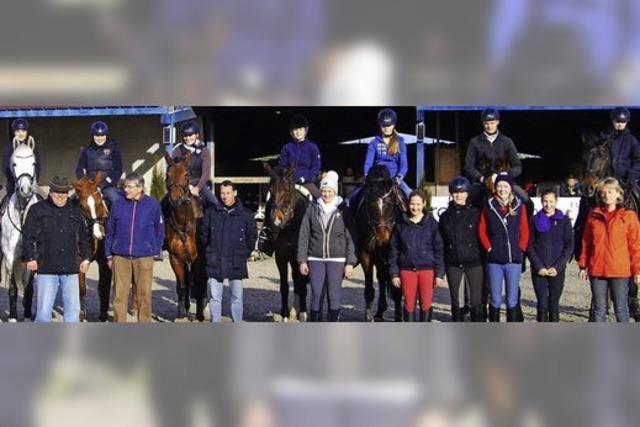 Große Sprünge in der Ausbildung von Rössern und Reitern