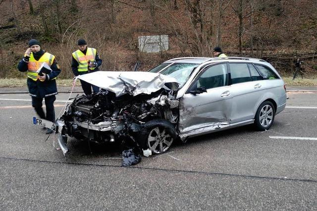 Tödlicher Unfall auf der B31 – Höllentalstrecke gesperrt