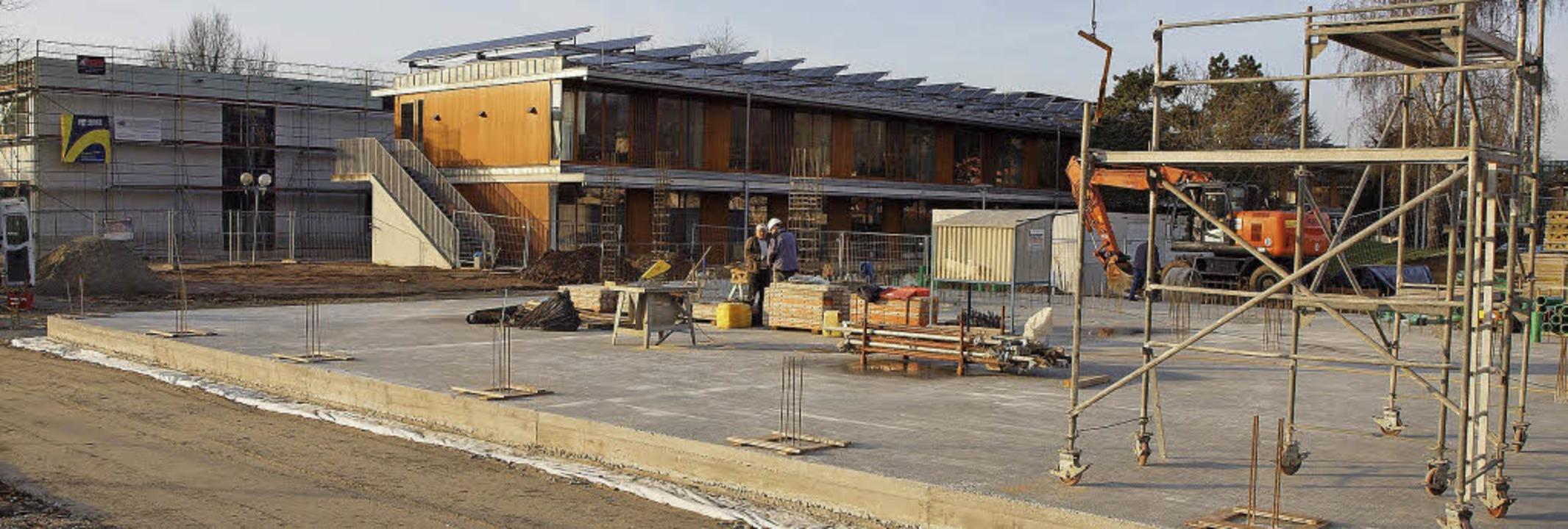 Werkrealschule: Der  Ergänzungsbau (li...nt für die Mensa ist bereits gegossen.  | Foto: Michael haberer