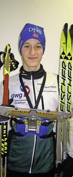 Der 17-jährige Colin Vavra  mit seiner...üstung für den Ski-Orientierungslauf.     Foto: privat