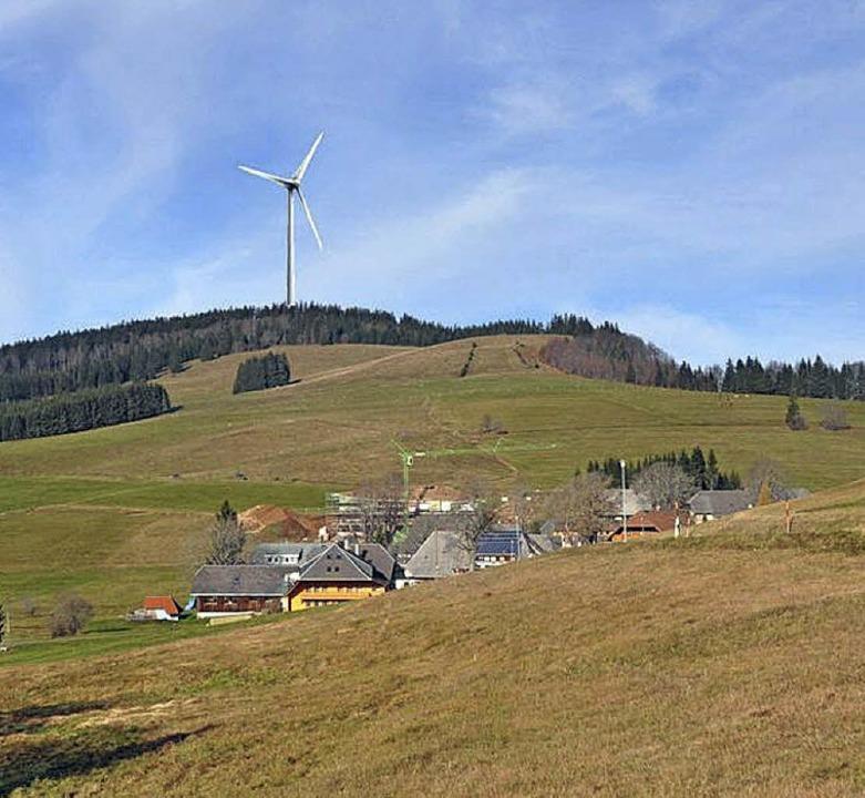 Diese Fotomontage zeigt, wie ein Windr...es Dorfes Herrenschwand wirken würde.   | Foto: Bauamt Schönau