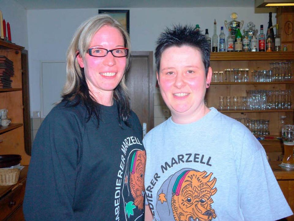 Nadine Heckel und Andrea Brombacher vo...er bereiten den ersten Nachtumzug vor.    Foto: Kanmacher