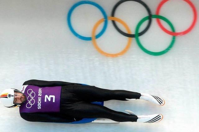 Wintersportfreunde über Olympia