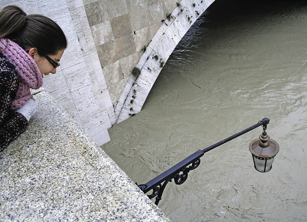 Der Tiber steigt und steigt und<ppp></ppp>     Foto: Zöller