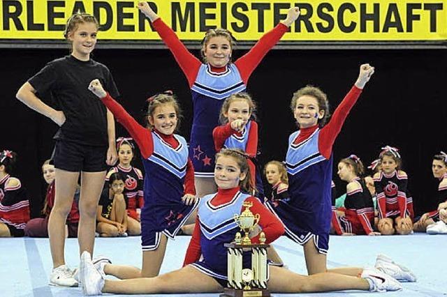 Junge Cheerleader sind Landesmeister